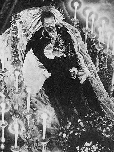 Photograph of Ludwig II lying in state in the Court Chapel